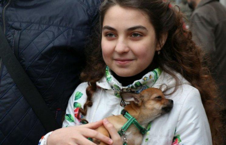 Путін ощасливив юну донецьку ватницю цуциком