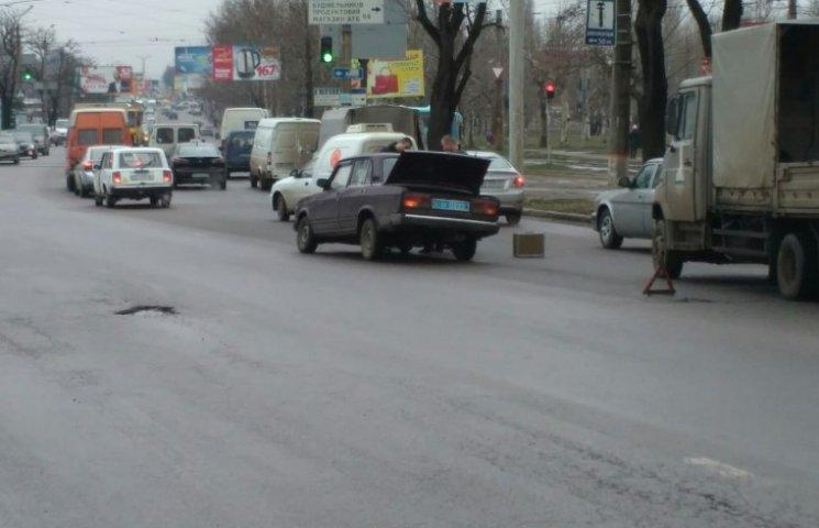 В Миколаєві у поліцейського авто на ходу відлетіло колесо