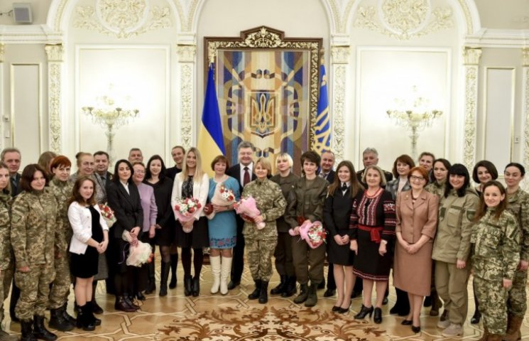 Президент нагородив орденами двох запорізьких жінок-військових