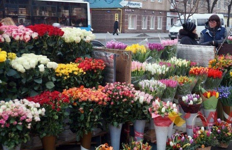 """Квітковий ринок біля """"Троянди"""" виселяють з центру міста"""