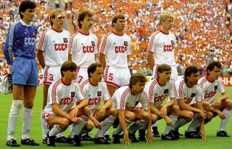 Збірна Росії з футболу гратиме у формі СРСР