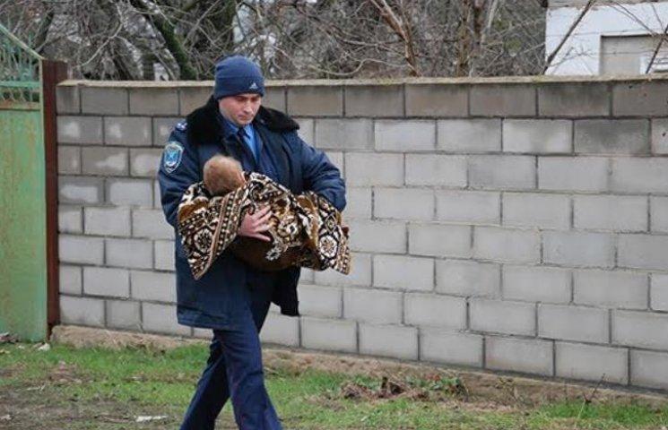 У Миколаєві в результаті пожежі ледь не згоріли заживо двоє маленьких дітей