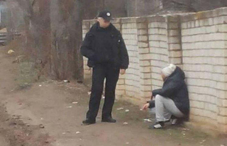 У Миколаєві впіймали на гарячому трьох наркоманів