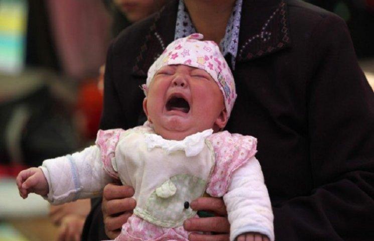 Житель Китаю продав доньку-немовля, щоб купити iPhone