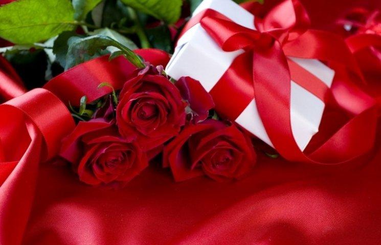 Подорожі та прикраси: найбажаніші подарунки миколаївчанок до восьмого березня