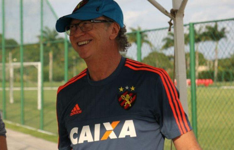 Як 62-річний бразильський тренер показав неймовірну техніку
