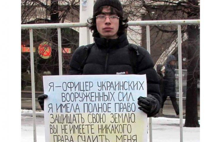 На России парня среди ночи родители выгнали из дома из-за поддержки Савченко
