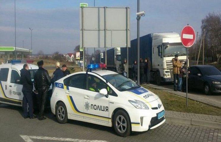 Волинські поліцейські навчилися заробляти на російських фурах