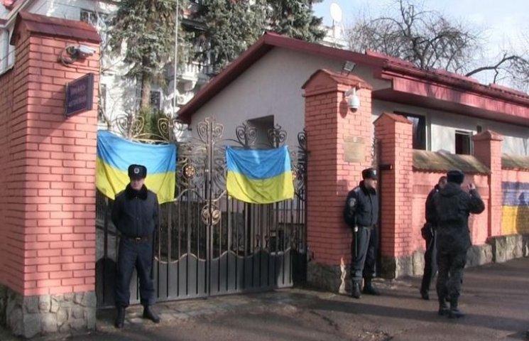 Біля російського консульства у Львові кинули вибухівку