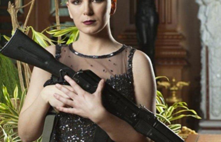 Фотосесія українських жінок-воїнів у сукнях зі зброєю підірвала інтернет