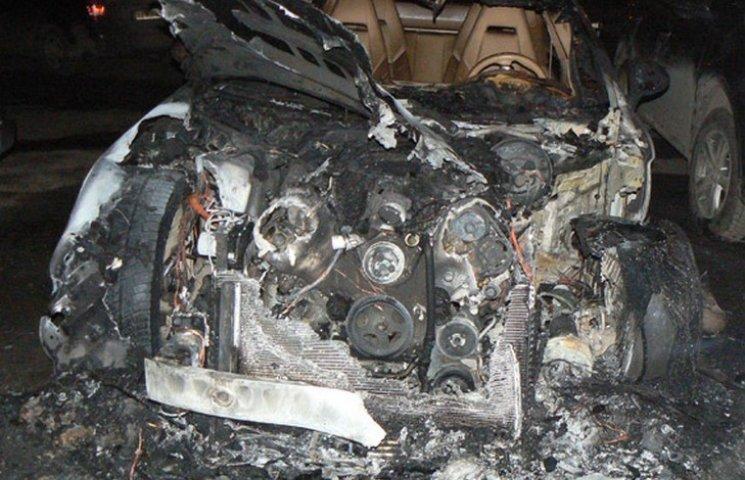 Спалений на вихідних Порше належить депутатові Хмельницької міськради