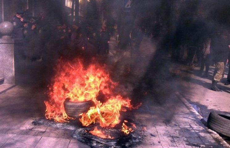У Вінниці під управлінням Нацполіції палять шини