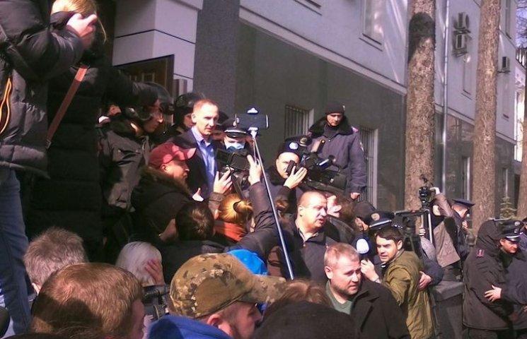 Шеф винницкой нацполиции Шевцов вышел поговорить с автомайдановцами