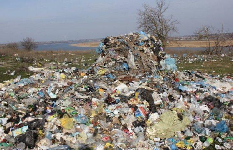 На Миколаївщині старовинна садиба перетворилася на сміттєзвалище