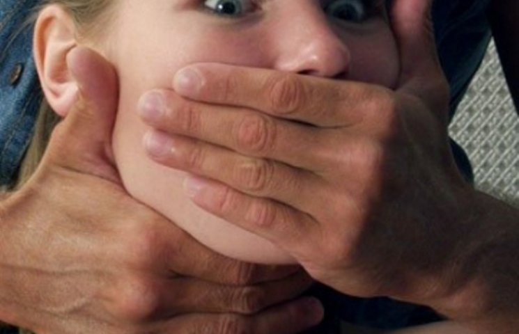 На Миколаївщині двоє школярів ледь не зґвалтували свою подругу