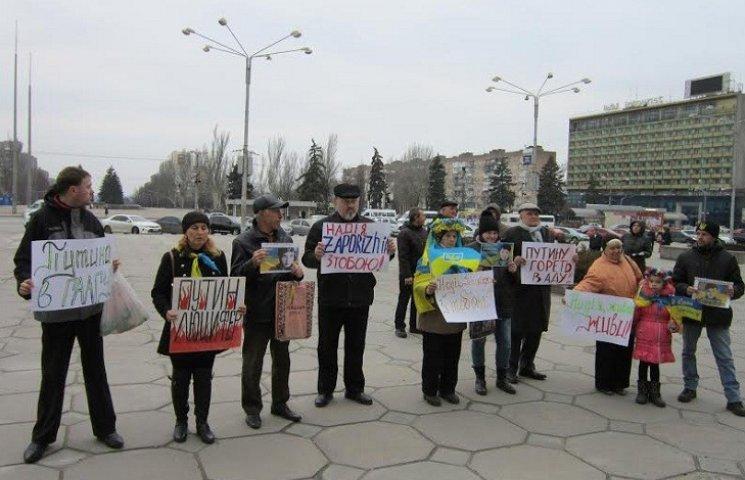 Запоріжці продовжують безстрокову акцію на підтримку Надії Савченко
