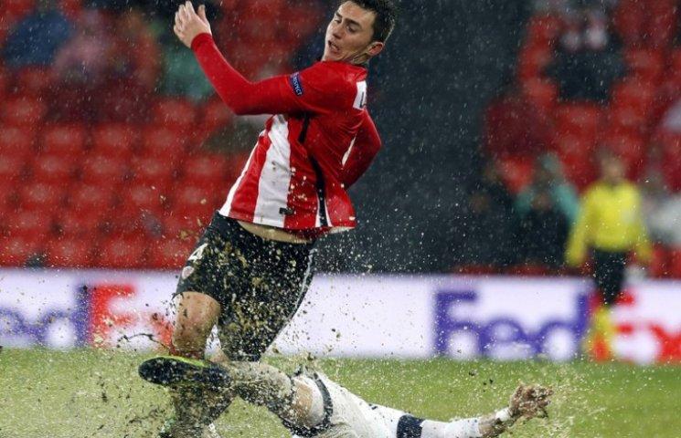 Як виглядав найбільш мокрий матч Ліги Європи зі зливою та калюжами