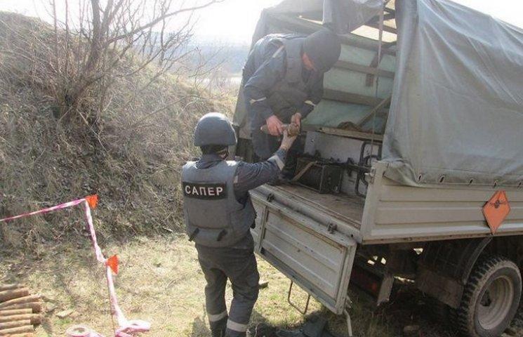 На березі Дністра знайшли майже сотню снарядів
