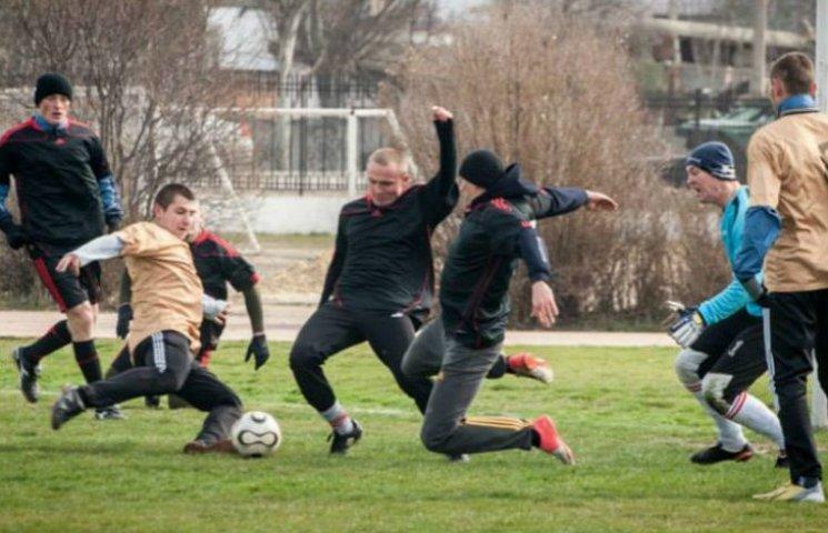 Хроники оккупации Крыма: как керченские морпехи с оккупантами в футбол играли