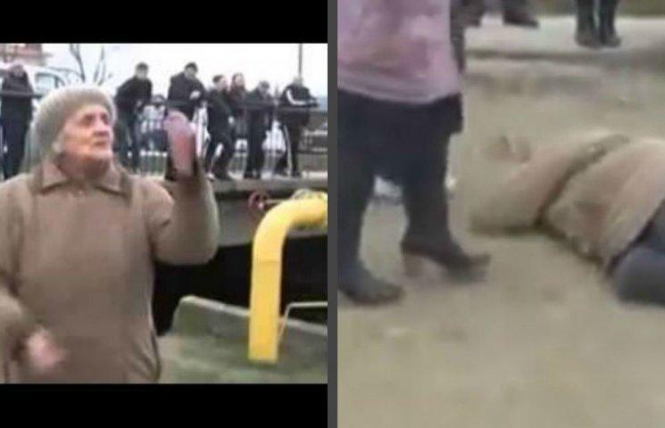 Хроники оккупации Крыма: Казаки избили честную бабушку, а российские десантники впервые заблудились