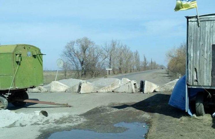 На Миколаївщині триває блокування траси на Дніпропетровськ