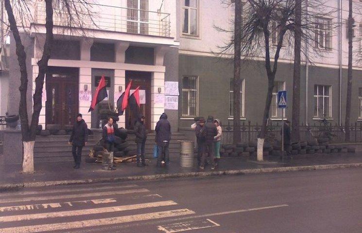 """У Вінниці активісти просять нардепів """"пролити світло"""" на біографію Шевцова"""