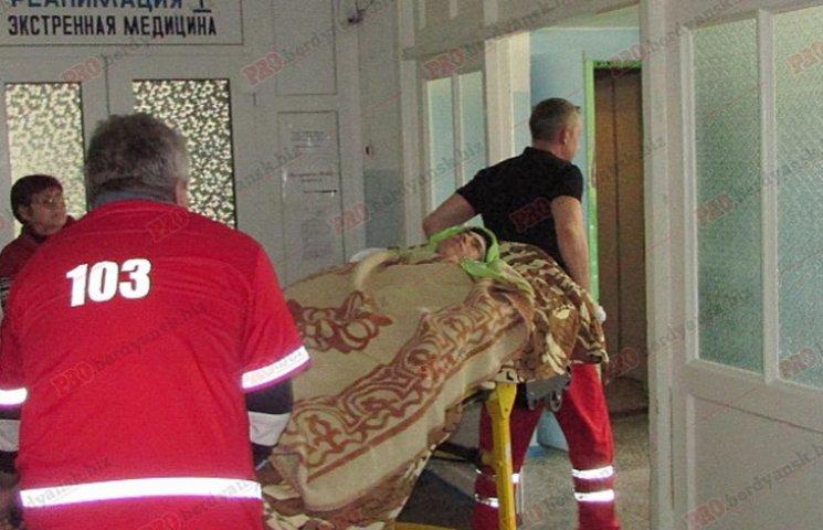 Хлопця, який постраждав під час вибуху гранати в Бердянську, ще не прооперували