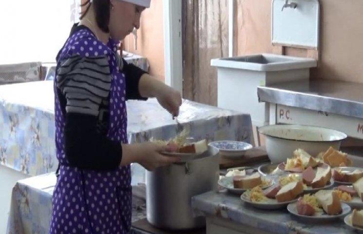 Зі шкільної їдальні на Тернопільщині крали продукти