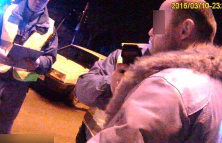 У Миколаєві неадекватний водій намагався втекти від патрульних