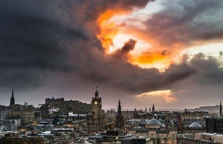 """У Шотландії в небі побачили """"дракона"""""""