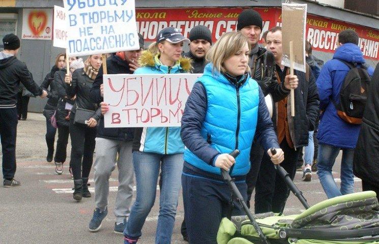 У Дніпропетровську активісти перекрили дорогу і зціпилися з поліцейськими
