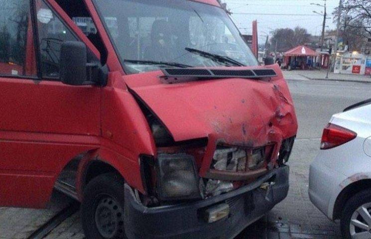 У Запоріжжі четверо пасажирів маршрутки опинилися на лікарняних ліжках