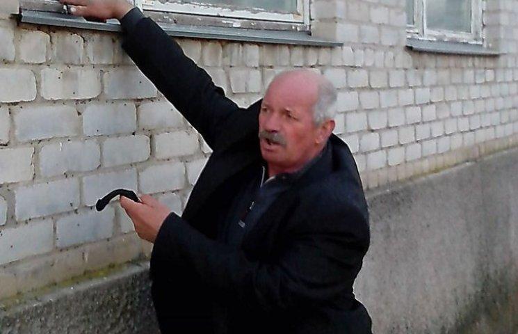 """На Миколаївщині голові РДА кинули """"коктейль Молотова"""" до подвір"""