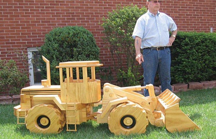 Американський пенсіонер створює автотехніку з дерева