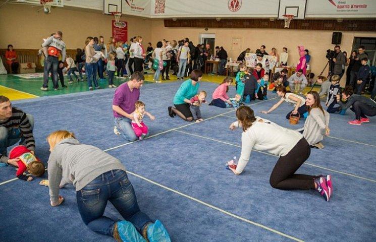 На Запоріжжі відбувся чемпіонат швидкісного повзання для немовлят