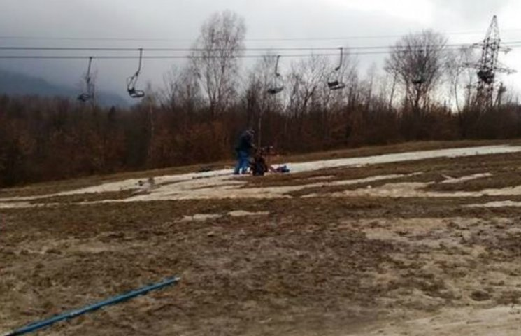 Жах і ганьба дня: Чемпіонат України з гірських лиж пройшов у багнюці
