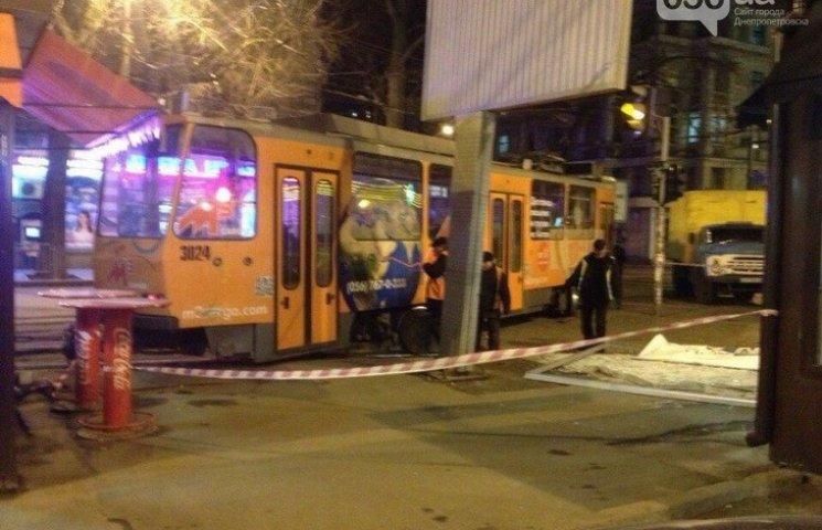 У Дніпропетровську трамвай врізався в білборд
