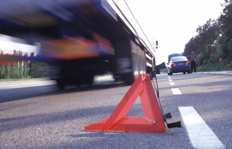 На Хмельниччині жінка випала на ходу з рейсового автобуса