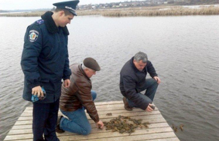 На Хмельниччині затримали нелегальних виловлювачів раків