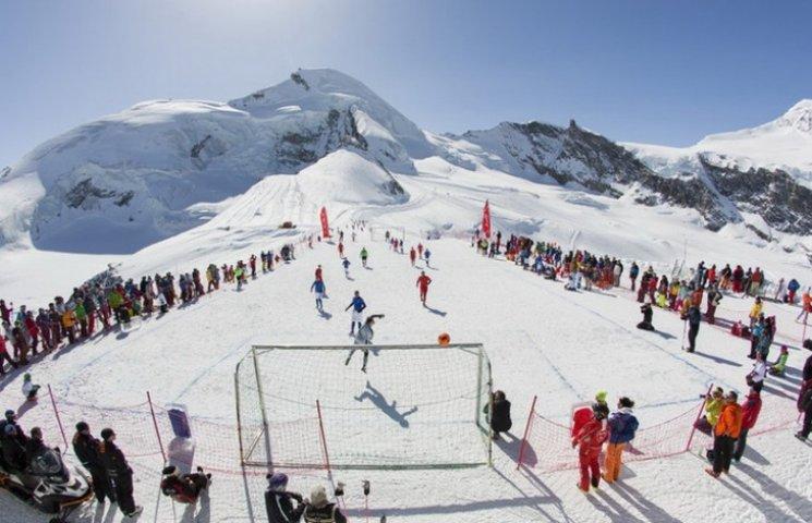 Як виглядає футбольне Євро серед горян в Альпах