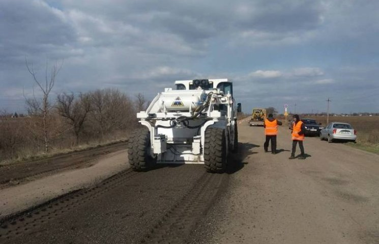 На трасі в окрузі Вадатурського почала працювати спецтехніка