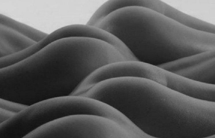 Як український фотограф перетворив голе жіноче тіло на ландшафт (ФОТО 18+)