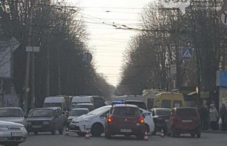 """У Дніпропетровську """"копи"""" під час погоні потрапили в ДТП"""