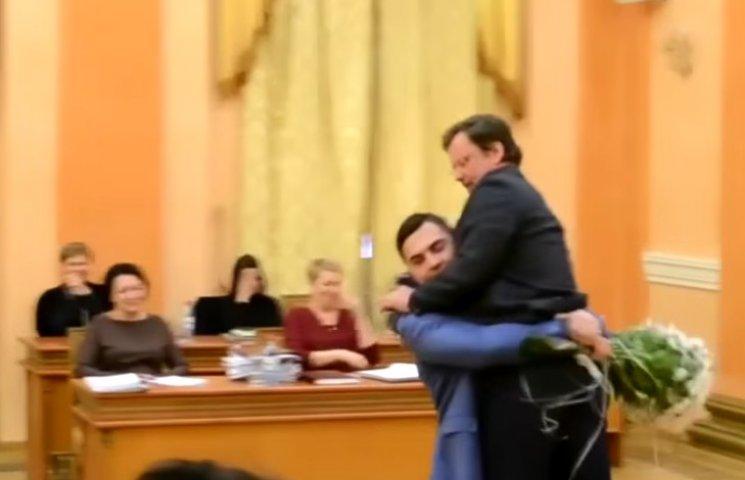 """Відео дня: """"Подвиг Барни"""" в Одесі і лігвище тролів Путіна"""