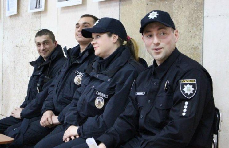 """Миколаївські патрульні розповіли про """"страхи"""" у перші дні роботи"""