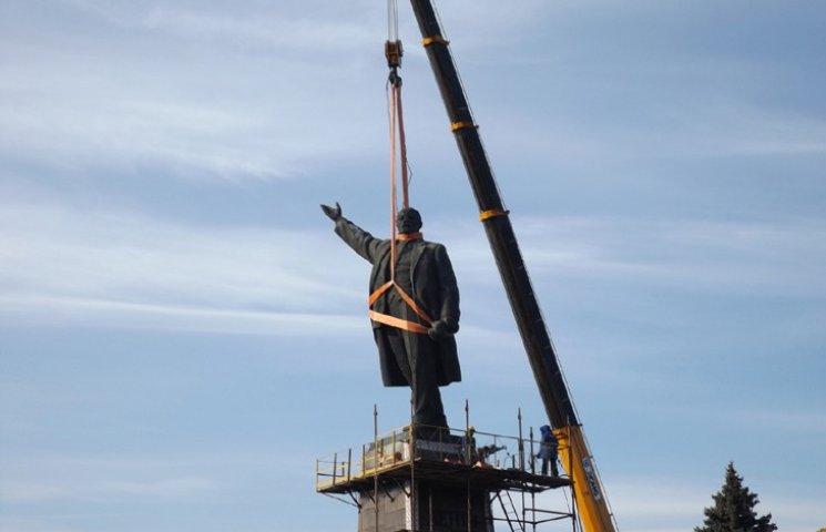 Прес-секретар Правого сектора: Запорізький Ленін прикріплений до мавзолею корінням