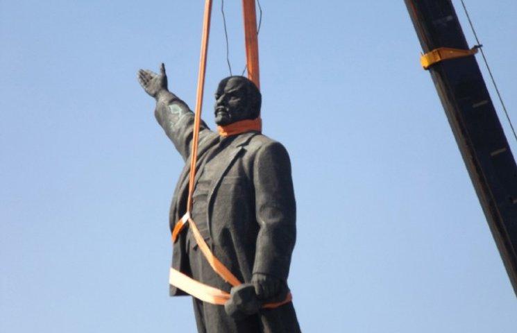 Запоріжці продовжують жартувати над стійкістю Леніна