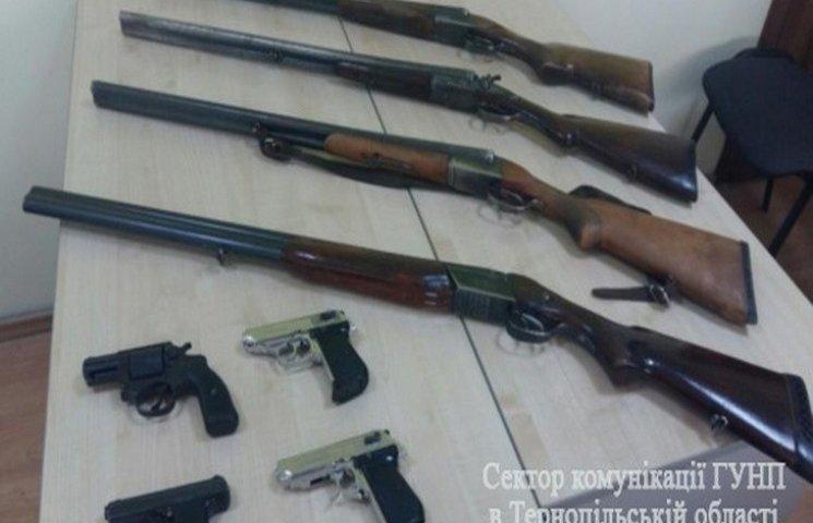 Тернополяни дістають зброю зі схронів