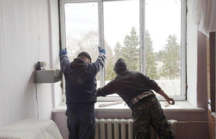 Старокостянтинівська лікарня чекає на вікна