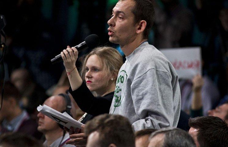 """#SaveATR: Журналист продает """"укропскую"""" толстовку, в которой ходил к Путину"""
